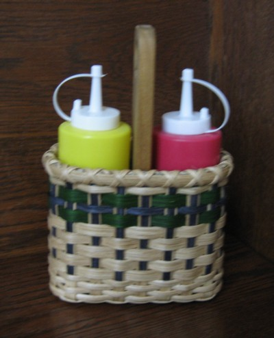 http://www.featherbaskets.com/kit%20files/Condiment%20Caddy.jpg