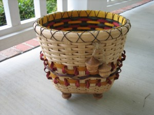 http://www.featherbaskets.com/kit%20files/Double%20acorns.jpg
