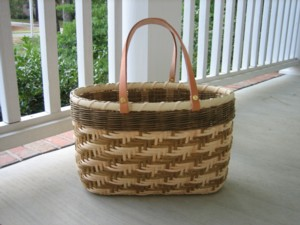 http://www.featherbaskets.com/kit%20files/Houndstooth%20Tote.jpg