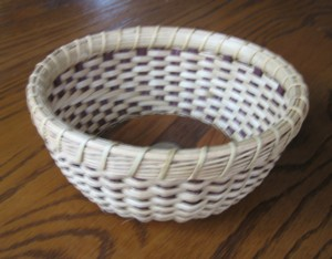 http://www.featherbaskets.com/kit%20files/Ice%20House%20with%20dyed%20spokes.jpg
