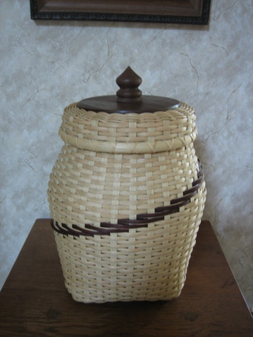 http://www.featherbaskets.com/kit%20files/Lg%20Spiral%20with%20Lid.jpg