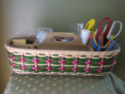 http://www.featherbaskets.com/kit%20files/Lg.%20Plaid%20Tool%20Caddy.jpg