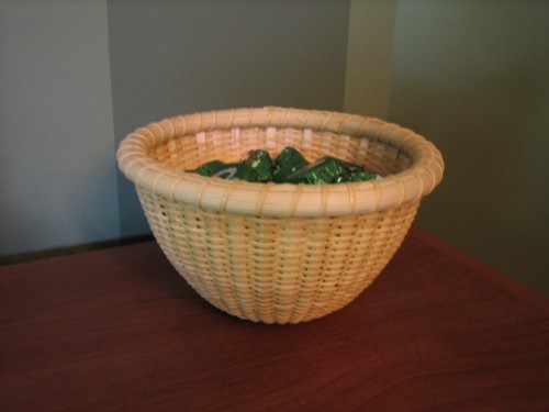 http://www.featherbaskets.com/kit%20files/Nantucket%20Candy%20bowl%20002.jpg
