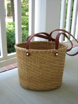 http://www.featherbaskets.com/kit%20files/Nantucket%20Purse%203.jpg