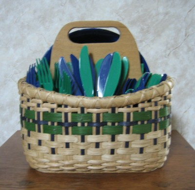 http://www.featherbaskets.com/kit%20files/Picnic%20Caddy%202.jpg