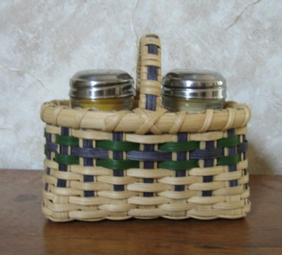 http://www.featherbaskets.com/kit%20files/Picnic%20Salt%20and%20Pepper.jpg