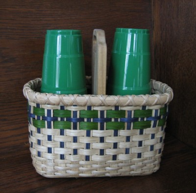 http://www.featherbaskets.com/kit%20files/cup%20caddy.jpg